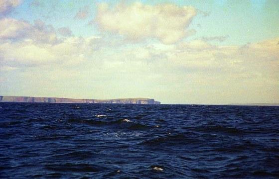 Dancansby 岬を望み、東へ避けるコースで離れて。
